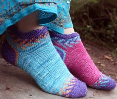 Free Pattern: Crystal socklet. This toe-up sock uses a flat-knit Bosnian stockinette square toe.