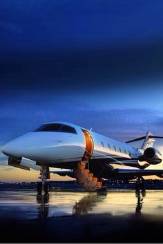 Even large or small private jet, there's no doubt that flying inside it is a unique experience and the perfect way to elevate a luxury lifestyle. Jets Privés De Luxe, Luxury Jets, Luxury Private Jets, Private Plane, Luxury Yachts, Avion Jet, Luxury Blog, Luxury Lifestyle, Lady Luxury