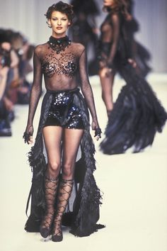 Linda Evangelista walked for Chloe RTW F/W 1992
