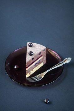 A receita em português está em baixo. Э тот торт я считаю одним из своих самых удачных авторских рецептов за последнее время. Прежд...