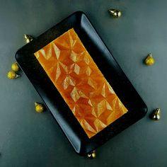 Une version festive de mon dessert fétiche, avec des saveurs d'agrumes très Noël et une mise en forme qui rappelle la bûche.