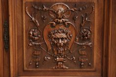 Monumental renaissance style cabinet in walnut - Cabinets - Houtroos