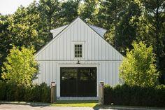 Dover Barn   Patrick Ahearn Architect American Horse Barns, American Barn, Farmhouse Landscaping, Modern Farmhouse Exterior, Barn Garage, Garage Plans, Backyard Barn, Green Barn, Pole Barn Homes