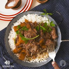 Oxtail Stew and Rice Oxtail Recipes Crockpot, Meat Recipes, Slow Cooker Recipes, Cooking Recipes, Chicken Recipes, Best Oxtail Stew Recipe, Jamaican Oxtail Stew, Healthy Recipes, Braised Oxtail