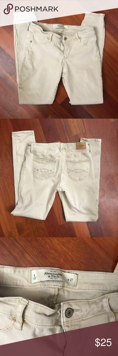 Khaki style Abercrombie & Fitch Jeans/jeggings Khaki style Abercrombie & Fitch Jeans/jeggings! Love these! They are adorable, easy to wear and look good with anything, they're too small for me now so lucky you! 😊 Abercrombie & Fitch Jeans