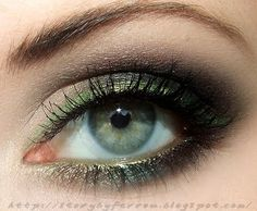 Evening Make-up With Metallic Line
