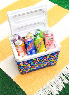 Bring the color to all your summer picnics with this DIY Cooler Makeover and some @zevia! #zevialife