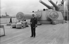 BRITISH SHIPS FIRST WORLD WAR (SP 1700) His Majesty King George V standing on the quarterdeck of the battleship HMS QUEEN ELIZABETH.