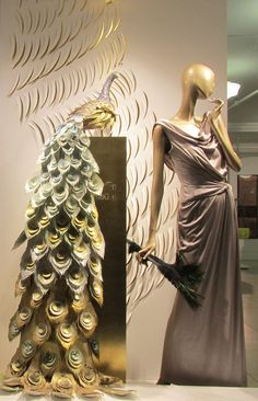 """(A través de CASA REINAL) >>>>>  JOLLY'S & SON DEPARTMENT STORE, (House of Fraser), Milsom St. Bath,UK, """"One day,you're a Peacock..... The next day you're a feather duster"""", pinned by Ton van der Veer"""