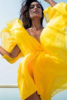 Beautiful Bright Sun Yellow Chiffon Casual Floaty Beach Cover Up Dress Summer Beach Outfit Yellow Fashion, White Fashion, Mini Dress With Sleeves, Mellow Yellow, Bright Yellow, Shades Of Yellow, Beauty Full Girl, Girl Fashion, Fashion Tips
