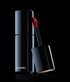 36 Best Red Lipstick Shades | Best Beauty Products From Makeup Artist Choice By Makeup Tutorials http://makeuptutorials.com/36-best-red-lipstick-shades/