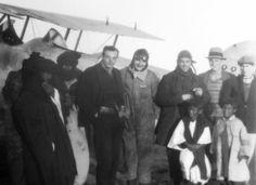 El autor de El Principito (centro) en el Sahara español en 1927. :: alfonso Desde octubre de 1927 a marzo de 1929, Saínt-Exupéry estuvo destinado en la costa del Sahara Español, en Cabo Juby, donde lo encontró, en el mes de diciembre de 1927, el entonces famoso periodista, escritor y poeta Luis de Oteyza, que nació en Zafra en 1883