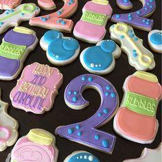 It's a bubbles party for 2 year old Caroline! How cute is that?! #thefrostedswirlbakeshop #decoratedcookies #decoratedsugarcookies #sugarcookies #customcookies #royalicing #royalicingcookies #cookiesofinstagram #cookieart #cookieartist #edibleart #2ndbirthday #handcut #2ndbirthdayparty #bubbles #bubblefun #kansascity #kansascitymo #kc #kcmo #kcpride #madeinkc #igkansascity #igkc #handmadekc #816