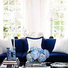 { F R E S H } Love this gorgeous Blue & White American Pallet styled by a FD favourite @housebeautiful ~ Perfect Hampton's design #blueandwhite #hydrangea #navyblue #interiorstyling #hamptonsstyle #interiorinspiration #frenchdressing #french_dressing_furniture