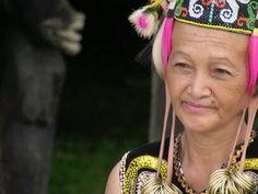 Budaya Telinga Panjang Suku DayakDZFashions | DZFashions