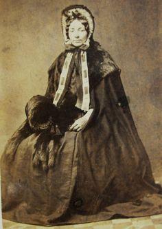 CIVIL WAR ERA CDV PHOTO LOVELY YOUNG WOMAN MARY BATES LOVELY WINTER FUR FASHION
