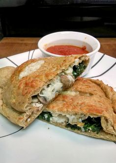 A Kitchen Hoor's Adventures: Spinach, Mushroom and Ricotta Calzones for #MeatlessMonday
