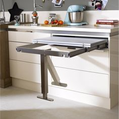 Table rétractable stratifié Aluminium Mat x cm, mm Kitchen Cabinet Design, Kitchen Cabinetry, Kitchen Interior, Kitchen Storage, Space Saving Furniture, Home Office Furniture, Furniture Design, Small Modern Kitchens, Home Kitchens