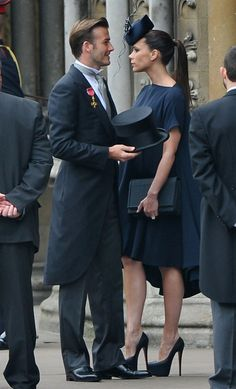 David and Victoria Beckham arrive at Westminster Abbey to attend the wedding of Prince William and Kate Middleton. Beckham served as a soccer ambassador with Prince William in Britain's failed bid to host the 2018 World Cup. David Y Victoria Beckham, Victoria Beckham Stil, Victoria And David, Vic Beckham, David Beckham Family, Posh And Becks, Kate Middleton Wedding, Prince William And Kate, William Kate