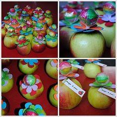 Deze mooie appeltraktatie  komt van het blog van Pimpampoentje-fam . Hij is gemaakt voor de 3e verjaardag van Aagje. Haar moeder schreef:  ...