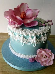 Red Velvet cake with cream cheese icing, royal icing stringwork and gumpaste pink magnolia, rose and flower buds. Mini Cakes, Cupcake Cakes, Cupcakes, Magnolia Cake, Royal Icing Cakes, Cake Borders, Beautiful Birthday Cakes, Blue Cakes, Cake Central