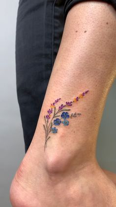 Tattoos For Women Flowers, Tiny Tattoos For Girls, Cute Tiny Tattoos, Cross Tattoos For Women, Finger Tattoo For Women, Botanisches Tattoo, Piercing Tattoo, Floral Thigh Tattoos, Flower Tattoos