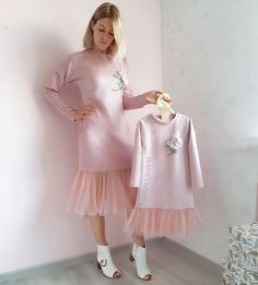 - Только у Есть такие платья! Evening version of dresses that can always be worn! Mother Daughter Fashion, Mom Daughter, Baby Girl Dresses, Baby Dress, Mini Vestidos, Stylish Kids, Baby Sewing, Kids Outfits, Kids Fashion