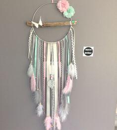Attrape rêves / dreamcatcher / attrapeur de rêves en bois flotté, origami, plumes et perles bois : Décorations murales par marcelmeduse