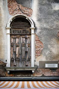 Floating door, Venice.