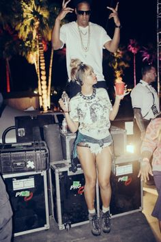 Beyonce in One Teaspoon shorts Beyonce Et Jay Z, Beyonce Style, Beyonce Knowles, Beyonce Legs, Coachella Valley, King B, King Queen, Coachella Celebrities, Costumes