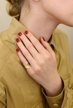 Nails Red Gold Short Ideas How to use nail polish? Nail polish on your own friend's nails looks perfect, however, you can't apply nail polish as Ongles Bling Bling, Bling Nails, Gold Nails, Orange Nail Designs, Nail Art Designs, Nails Design, Cute Nails, Pretty Nails, Nagel Bling