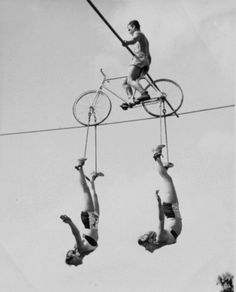 Summon the Sideshow Old Circus, Circus Acts, Dark Circus, Pantomime, Vintage Photographs, Vintage Photos, Vintage Circus Performers, Circo Vintage, Weird Vintage