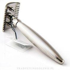 Maszynka do golenia Plisson, pokrywana szlachetnym palladem, przepiękne zdobienia na rączce. Całkowicie ręcznie tworzona i montowana. Poddawana kilkukrotnej kontroli na różnych etapach produkcji, co daje pewność solidności i jakości wykonania.