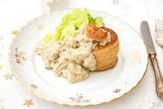 Welk gerecht zeker onder comfort food valt, is een pasteitje met kip en champignons. Heerlijk als lunch, maar ook zeker geschikt voor de feestdagen! Hummus, Grains, Dinner, Ethnic Recipes, Food, Nostalgia, Dining, Food Dinners, Essen