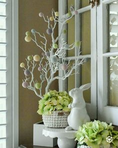 easter decorations 739082988835169915 - Don't want to bother with the difficult task of decorating your house for Easter? You can take special Easter Decoration Ideas to the next level and m… Source by homedecorupdate Easter Tree Decorations, Easter Wreaths, Spring Decorations, Spring Wreaths, Easter Projects, Easter Crafts, Easter Flowers, Hoppy Easter, Easter Food