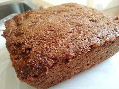 Het is weer tijd voor erwten en bruine bonen soep!  En wat is daar lekker bij?  Huis gemaakte Fries Roggebrood natuurlijk.  Makkelijk om te maken,  maar het heeft eventjes tijd nodig.     In Nederland kennen we 2 klassieke roggebroden,  de Brabantse en de Friese.     De Brabantse wordt gemaakt van gemalen rogge en gist,   en wordt heet gebakken.