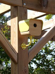 "little brother - Nest Box - Design: Juliette Clément pour ""La piote designerie"". Urban Furniture, Cat Furniture, Modern Bird Feeders, Wood Projects, Projects To Try, Bird House Feeder, Birdhouse Designs, Bird Boxes, Nesting Boxes"