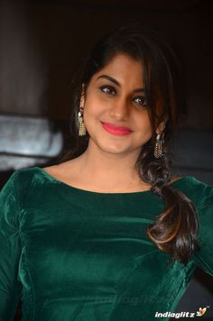 Tamil Girls, Kiara Advani, Beauty Full Girl, Indian Beauty Saree, Brunette Beauty, Beautiful Saree, India Beauty, Deepika Padukone, Actress Photos