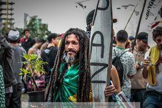 https://flic.kr/p/HDs9DH   Marcha da Maconha   Paz e amor na marcha da maconha.