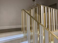 Golden Decor, Industrial Piercing, White Aesthetic, House Plans, Stairs, Furniture, Room Ideas, Rooms, Interiors