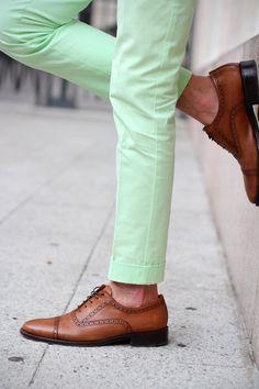 Trendy How To Wear Green Pants Men Menswear 51 Ideas Mens Fashion Blog, Fashion Mode, Tomboy Fashion, Look Fashion, Male Fashion, Cheap Fashion, Fashion News, Mint Pants, Green Pants