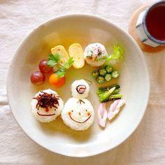 本日の、あさごはん。    もじゃもじゃ君は、いかなごのつくだ煮。 おだんごちゃんは、梅のおにぎり。  シンプルな、おにぎりが食べた...