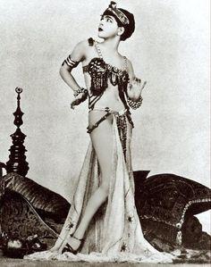 Tumblr elarogers: Alla Nazimova, 1879-1945.