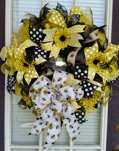 Bumblebee wreath, Yellow, black, Deco mesh with daisies, sunflowers and bees