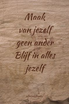 Maak van jezelf geen ander. Blijf in alles jezelf... Cool Words, Wise Words, Me Quotes, Qoutes, Dutch Quotes, Special Quotes, Daily Motivation, Quote Prints, Beautiful Words