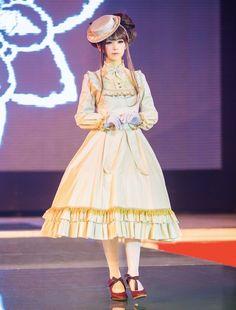 """ Gothic & Lolita fashion event ""Hello, Lolita"" on Shanghai, China. Princess Daisy Costume, Cute Fashion, Womens Fashion, Rose Marie, Gothic Lolita Fashion, Elegant Outfit, Lolita Dress, Costumes, Visual Kei"