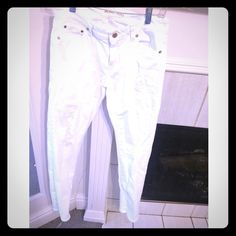 "NEW White Michael Kors Relaxed Fit Jeans Authentic Michael Kors jeans. 30"" inseam (crotch to hem). Relaxed fit, never worn!!! :) Please don't ask ""lowest"" or for a trade, I won't respond. Reasonable offers welcome!! MICHAEL Michael Kors Jeans Boyfriend"