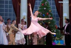 Argentine ballet dancer gives free show to mark retirement