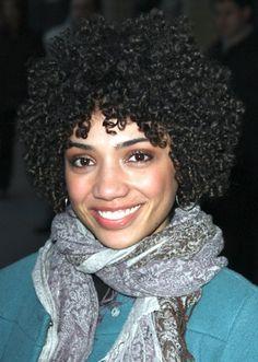Kurze lockige schwarze Frisuren: New Short Curly Black Frisuren ~ frauenfrisur.com Frisuren Inspiration