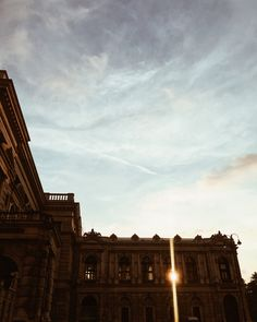 this city evening light these days is 😍! Louvre, City, Blog, Travel, Instagram, Voyage, Blogging, Viajes, Traveling